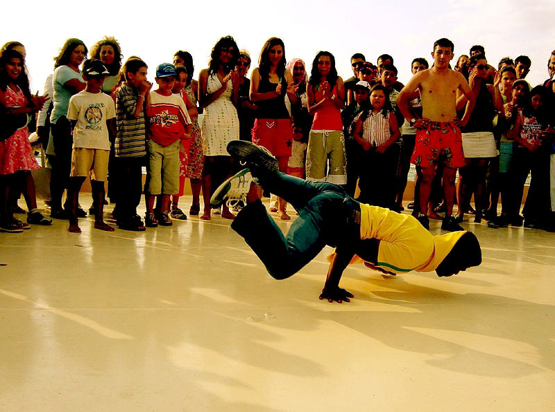 b-boy_breakdancing